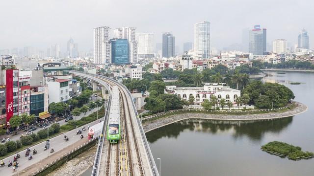 Dự án đường sắt Cát Linh – Hà Đông đến nay đã qua 8 lần trễ hẹn, chưa định ngày vận hành thương mại. Ảnh: Lê Bảo