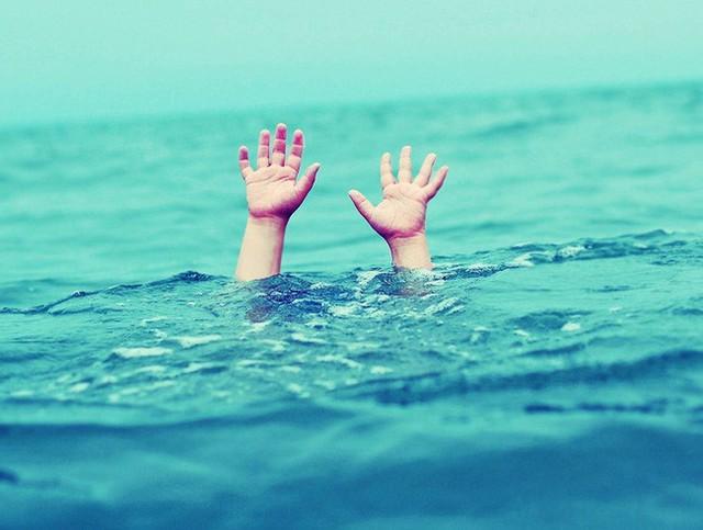 Một cháu bé bị đuối nước tại Trường Thể Dục Thể Thao Thanh Thiếu Nhi quận Hoàng Mai. Ảnh minh họa.