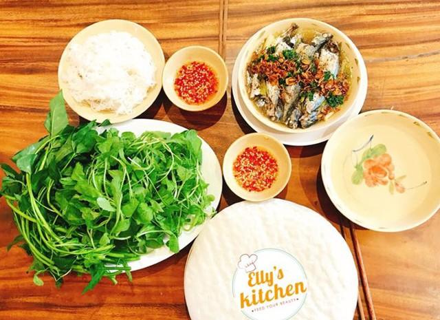 Dù bận rộn công việc nhưng Elly Trần vẫn tự tay chăm con nhỏ và chuẩn bị những mâm cơm bổ dưỡng cho gia đình.
