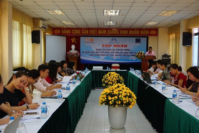 Buổi Tập huấn có sự tham dự của nhiều phóng viên báo, đài Trung ương và các cán bộ truyền thông địa phương. Ảnh: N.Mai
