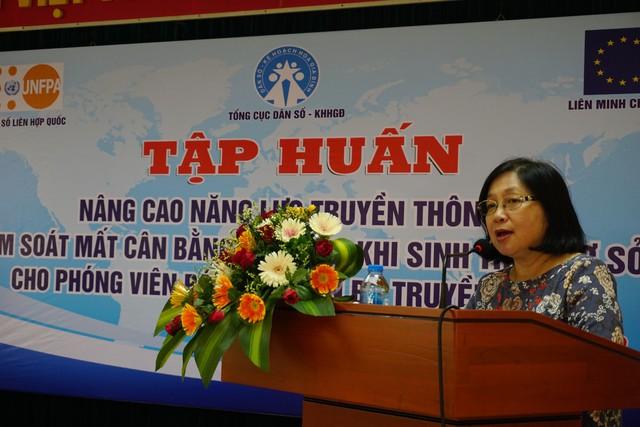 Bà Nguyễn Thị Ngọc Lan, Phó Tổng cục trưởng Tổng cục DS-KHHGĐ phát hiểu khai mạc buổi tập huấn. Ảnh: N.Mai