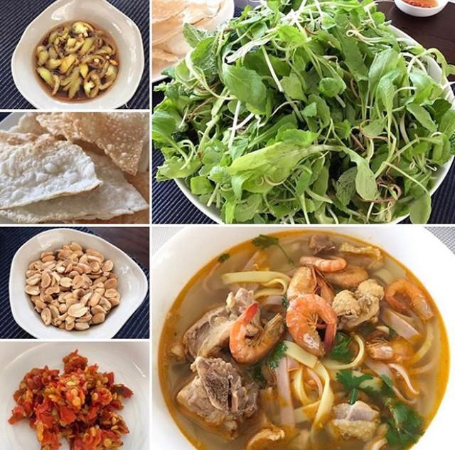 Không chỉ các món Âu, các món Á cũng được Hà Tăng rất yêu thích. Biết con gái thích ăn mì Quảng, mà loại đặc biệt có nhiều nước, mẹ của cô đã chế biến đúng như sở thích của Tăng Thanh Hà với đầy đủ các loại gia vị ăn kèm như ớt chưng, lạc rang, bánh đa, rau sống đủ loại...