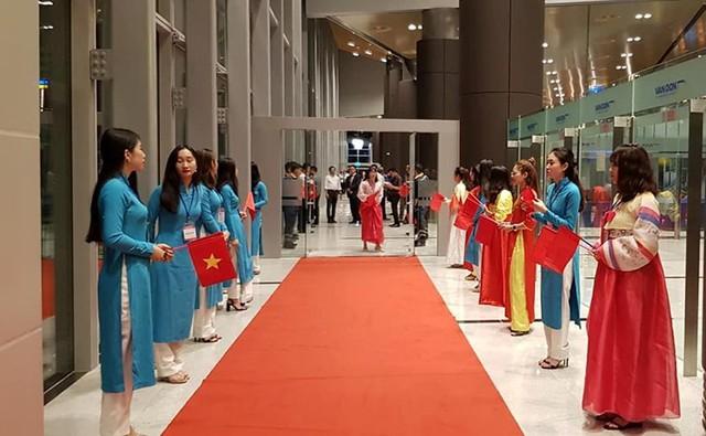 Rạng sáng nay, chuyến bay đầu tiên từ Hàn Quốc đến Cảng hàng không quốc tế Vân Đồn. Ảnh: V.Lê