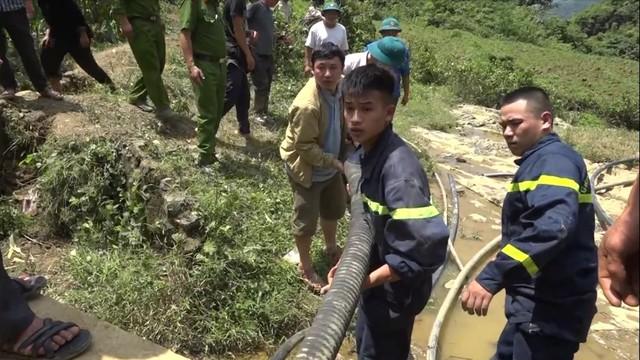 Hơn 120 người được huy động tham gia công tác cứu hộ.