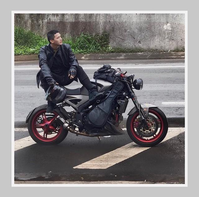 Nam diễn viên cũng có niềm đam mê mãnh liệt với xe mô tô.