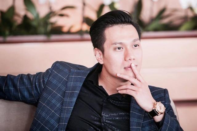 Chiếc đồng hồ của Việt Anh có giá khoảng 300 triệu đồng