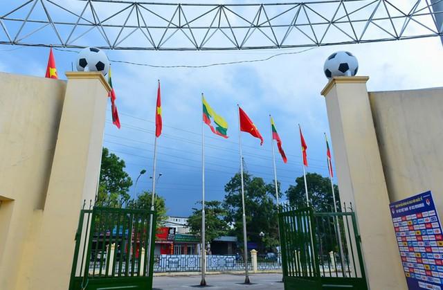 Được biết, sân vận động Việt Trì được xây dựng hơn 10 năm trước với kinh phí hơn 100 tỷ đồng.