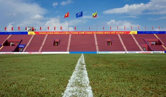 Hiện tại, mặt cỏ sân vận động khá đẹp, thậm chí nhỉnh hơn mặt cỏ của nhiều sân thường tổ chức V.League.