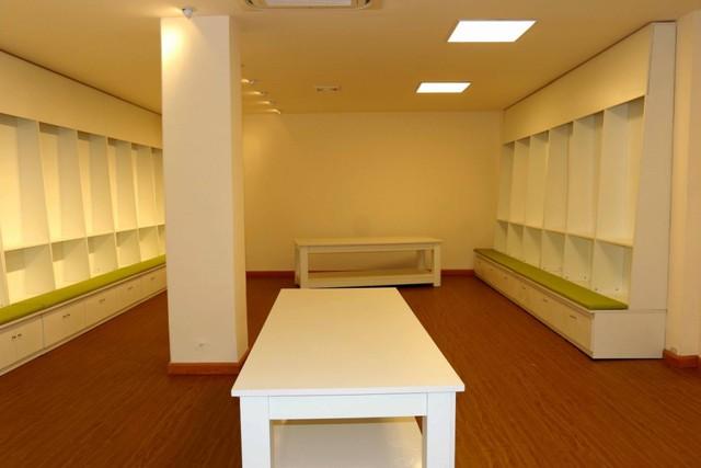 Phòng thay đồ và phòng tắm được làm mới hoàn toàn, theo tiêu chuẩn của Liên đoàn Bóng đá châu Á.