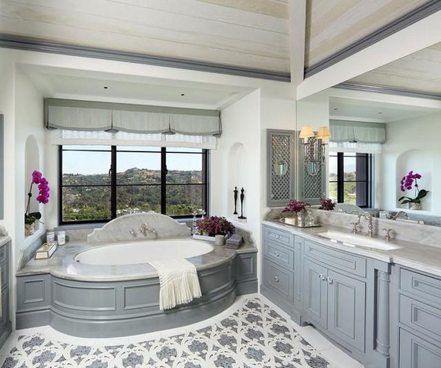 Vì vậy, bạn hãy khéo léo vận dụng cho căn phòng tắm của gia đình mình, đừng bỏ phí một bí kíp hiệu quả như thế này.