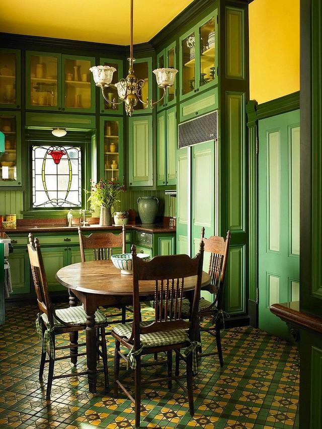 Màu xanh lá cây kết hợp với màu xanh đậm và vàng sẽ mang tới phong cách đậm mùi vị của Địa Trung Hải.
