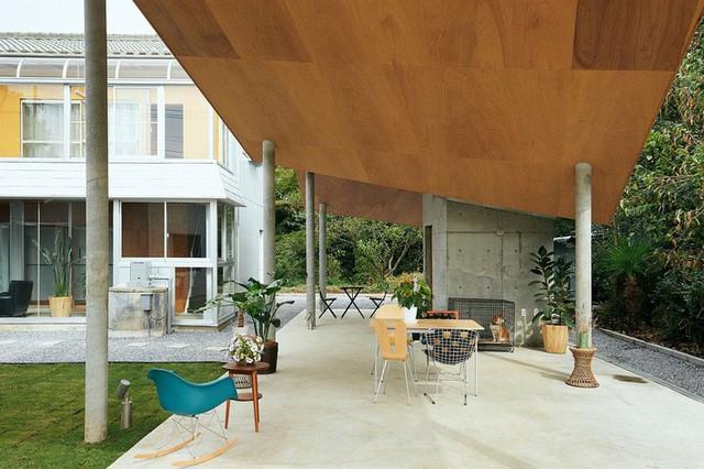 Khu vực ngồi mới tạo cảm giác như một phần mở rộng tự nhiên của ngôi nhà.