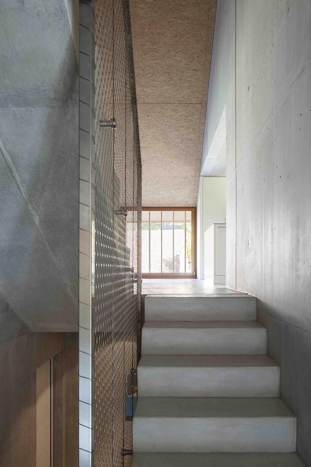 Bên trong ngôi nhà được thiết kế đơn giản.