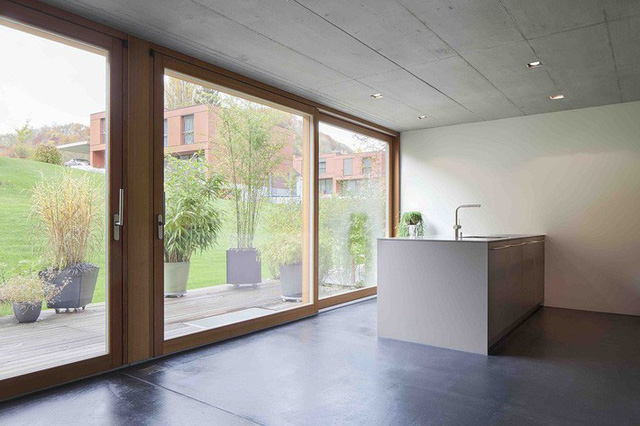 Những khung cửa kính giúp ngồi ở bất kỳ góc nào đều cảm nhận được thiên nhiên đang ở thật gần.