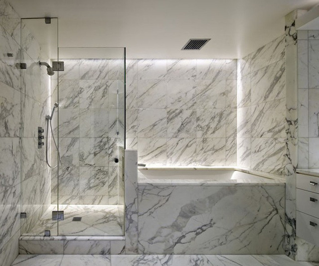 Phòng tắm là không gian được nhiều gia đình lựa chọn đá cẩm thạch để ốp tường nhất.