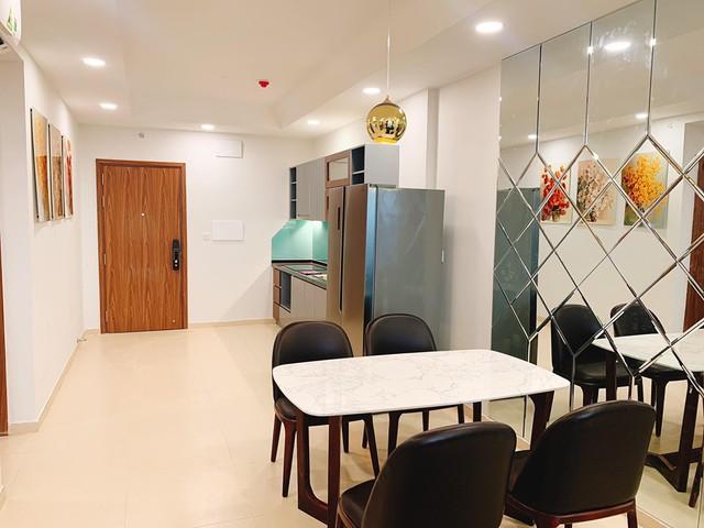 Về phần nội thất trong nhà đều do đích thân Phương Hằng và ông xã chọn từng loại và giám sát thi công.