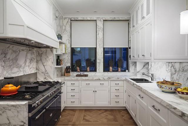Nhà bếp cũng là một nơi tuyệt vời để bạn sử dụng đá cẩm thạch để ốp tường.