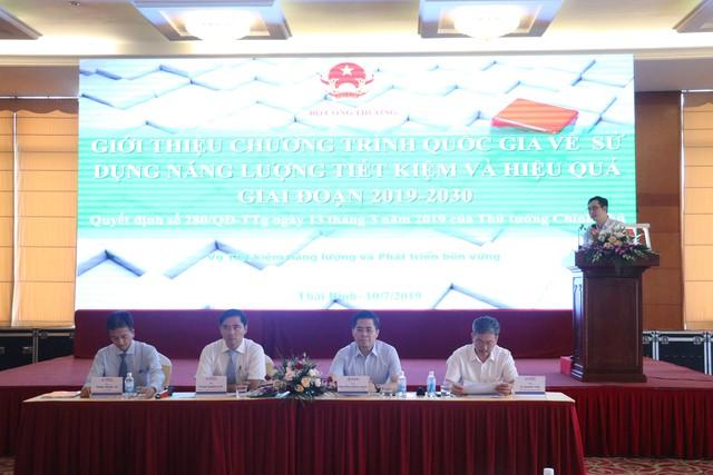 Các diễn giả, đại biểu đã tập trung thảo luận, nêu bật các khó khăn, thách thức về hệ thống điện tại Việt Nam_ Lợi ích của việc sử dụng năng lượng hiệu quả, tiết kiệm