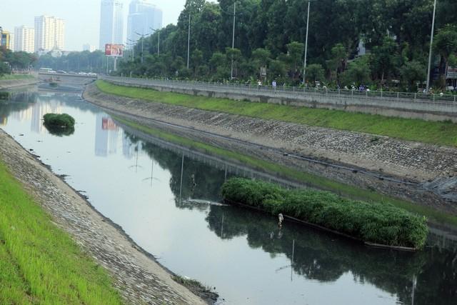 Nhiều cư dân Thủ đô phản đối đề xuất cống hoá những dòng sông chảy qua thành phố. Ảnh: Bảo Loan