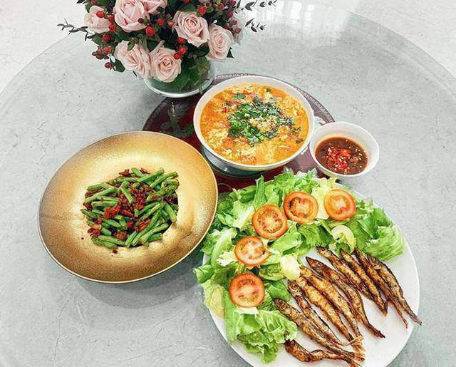 Món ăn mang đậm chất đồng quê được trang trí đẹp mắt.