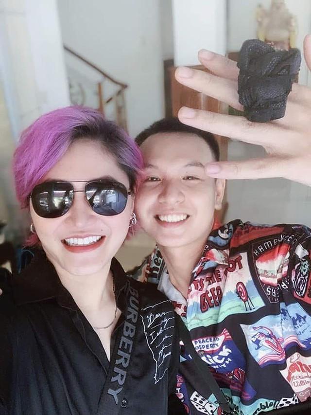 Vicky Nhung và nhạc sĩ Huỳnh Hiền Năng.