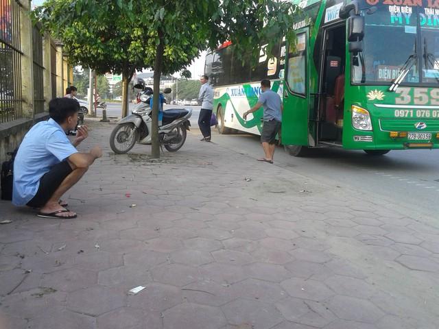 Từ lâu, người dân và công nhân làm việc ở KCN Thái Nguyên đã có thói quen ra các ngã tư trên quốc lộ 3 để chờ xe khách chứ không vào bến.