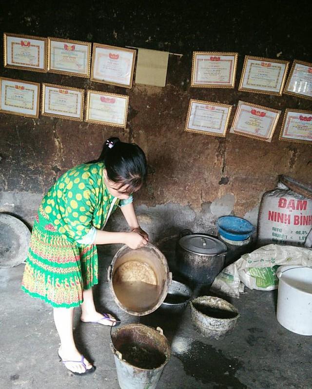 Một ngày vất vả kiếm tiền đi học của nữ sinh nghèo người Hmông được tuyển thẳng vào đại học - Ảnh 4.