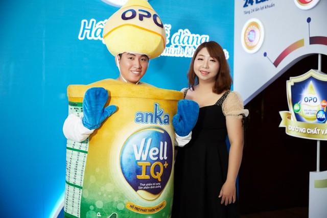 Chị Trang vui mừng khi biết dưỡng chất OPO có trong sữa Anka Well IQ+ thân thiên với hệ tiêu hóa non nớt của con. (Ảnh: Anka Milk)