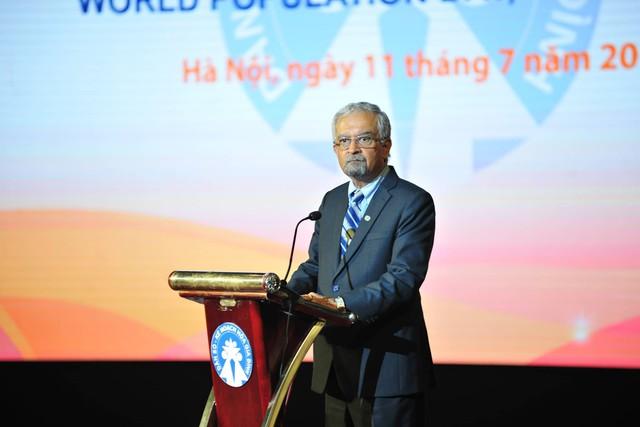 Ông Kamal Malhotra, Điều phối viên Liên Hợp Quốc tại Việt Nam nhấn mạnh, các tổ chức Liên Hợp Quốc tại Việt Nam cam kết sẽ luôn chung tay hỗ trợ Chính phủ nhằm đảm bảo rằng mọi người dân đều được tiếp cận phổ cập với các dịch vụ chăm sóc sức khỏe, bao gồm cả các dịch vụ chăm sóc sức khỏe sinh sản/sức khỏe tình dục.