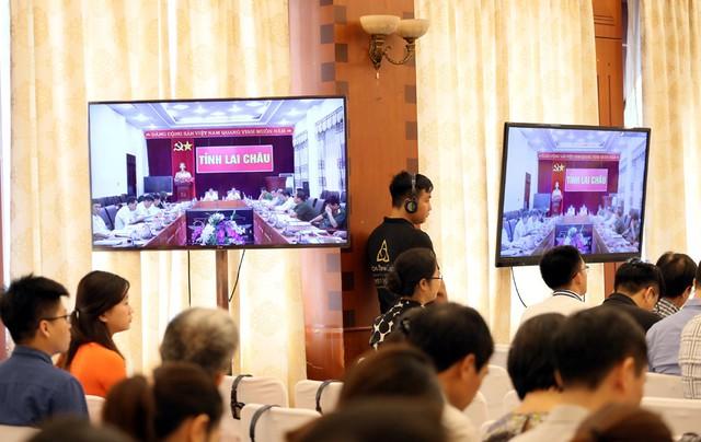 Hội nghị trực tuyến kết nối với các tỉnh thành.