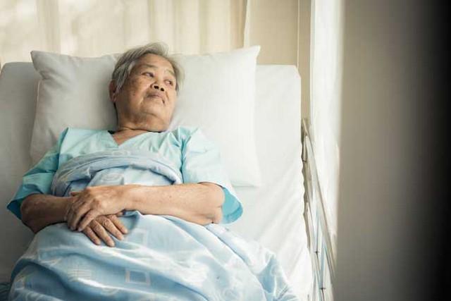 Hiện tại, mẹ tôi đã hơn 60 tuổi và đang mắc bệnh đãng trí. Bà lẩn thẩn, nói năng tùy tiện, thỉnh thoảng còn la hét. (Ảnh minh họa)