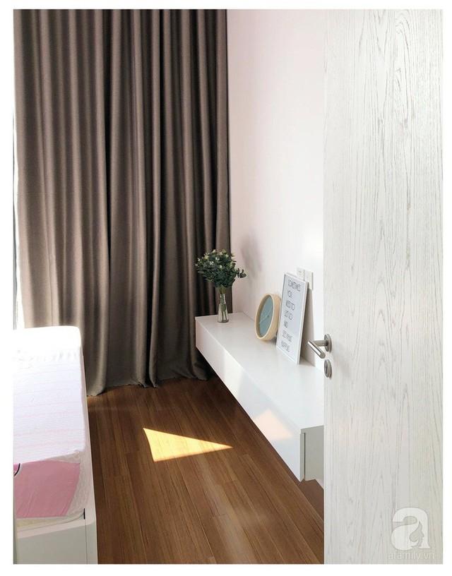 Không gian nhỏ vẫn đủ mang lại sự thoải mái cho con gái nhờ cách phối màu và sắp xếp đồ gọn xinh.