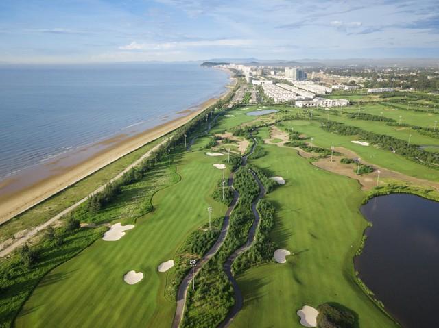 FLC Sầm Sơn Golf Links sở hữu vị trí sát biển