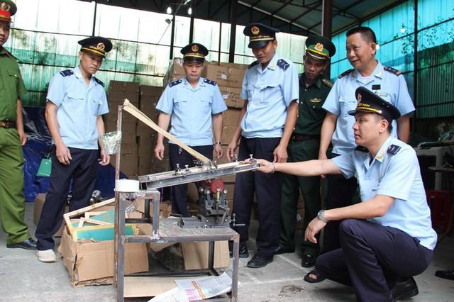 Chi cục Hải quan Tân Thanh đang tiến hành phối hợp với các lực lượng chức năng trong tỉnh Lạng Sơn để điều tra làm rõ về toàn bộ số hàng hoá vi phạm.