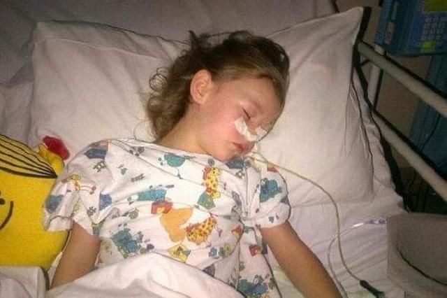 Bé Libbie Walker bị thủng ruột phải chịu tổn thương bên trong khá nặng