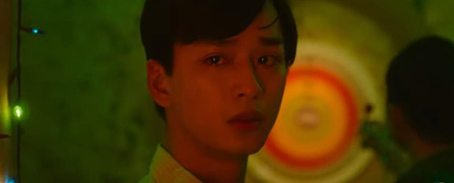 So với nét đẹp trong trẻo, ngây thơ của nữ chính Trúc Anh thì đôi mắt ngấn lệ, đầy ám ảnh của Trần Nghĩa trong vai Ngạn gây chú ý không kém sau khi teaser đầu tiên của Mắt biếc được phát hành.