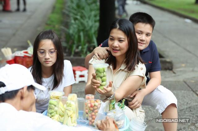 Về Việt Nam, Kim Ngân có dịp thưởng thức nhiều món ăn ngon. Khi sống ở Thuỵ Sĩ, cô vẫn cố gắng nấu những món ăn Việt Nam, vừa thay đổi thực đơn của gia đình vừa giúp các bé biết thêm về ẩm thực quê hương.