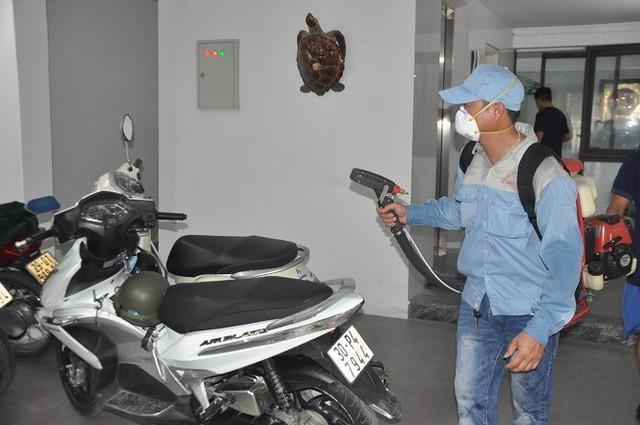 Phun thuốc diệt trừ tác nhân gây sốt xuất huyết tại Hà Nội