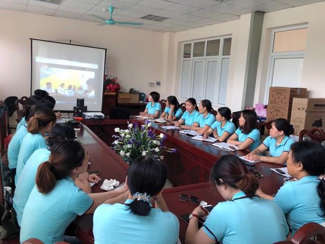 Ngoài việc tuyên truyền lưu động..., ngành dân số thị xã Quảng Yên tổ chức các buổi giao lưu, tọa đàm