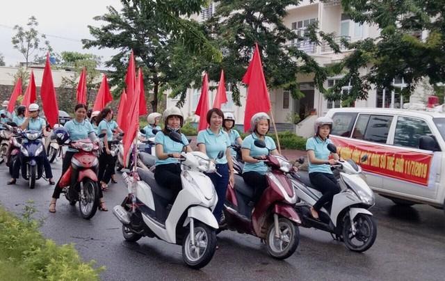 Cán bộ dân số thị xã Quảng Yên hướng ứng các hoạt động ngày Dân số thế giới