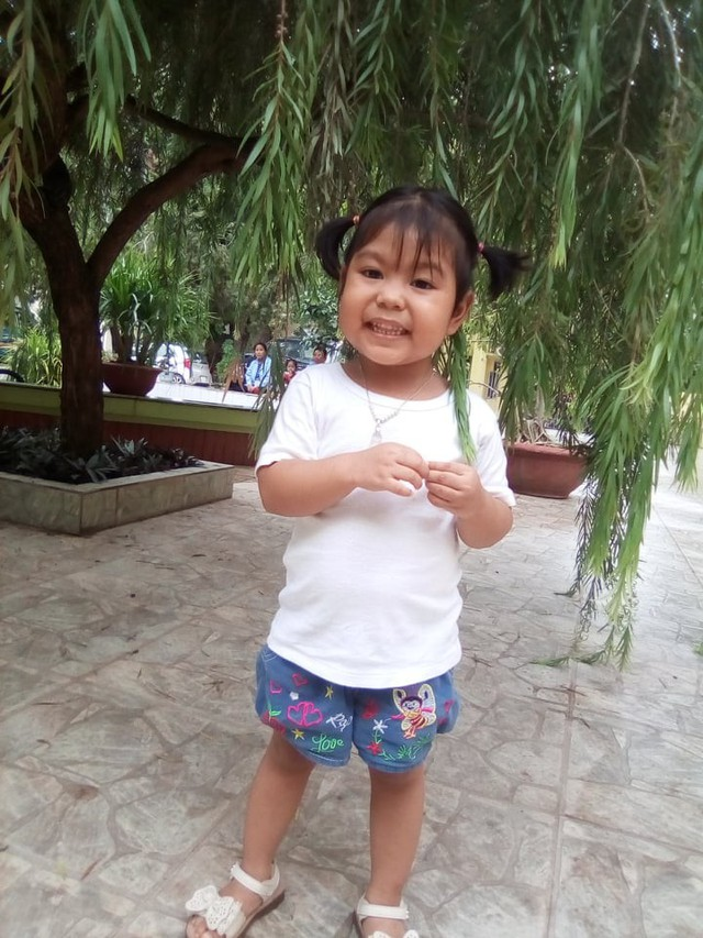 Mẹ bé gái 3 tuổi dân tộc Thái 10 lần phẫu thuật gửi lời cảm ơn độc giả Vòng tay Nhân ái - Ảnh 3.