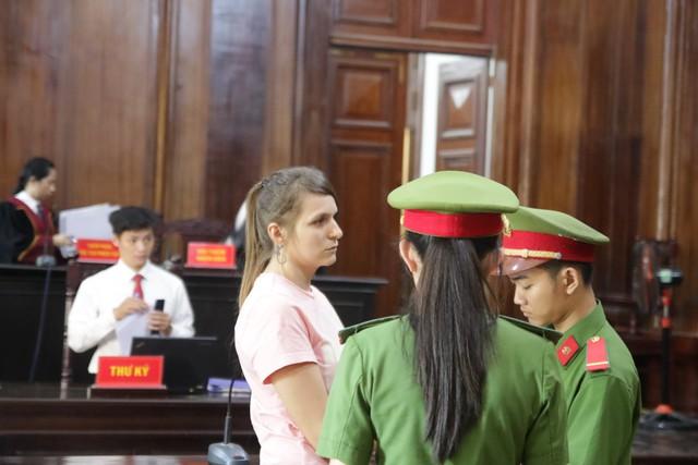 Tú bà xinh đẹp người Nga lĩnh 3 năm tù vì môi giới mại dâm ở Việt Nam - Ảnh 1.