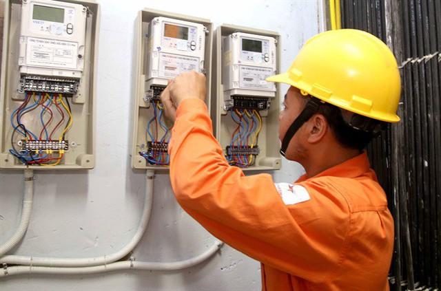 Các đơn vị Điện lực tại quận huyện kiểm tra công tơ đo đạc tại hộ gia đình