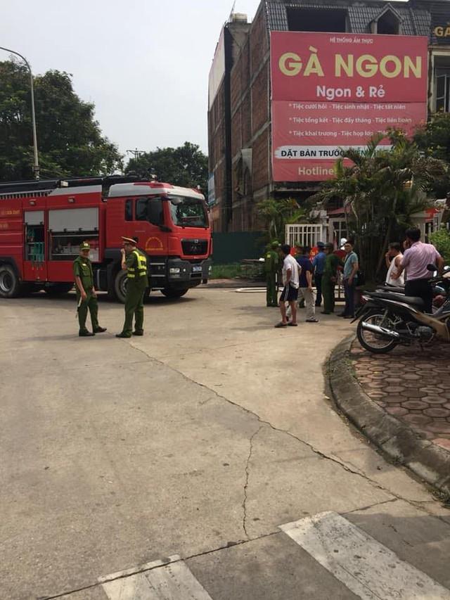 Hà Nội: Cháy lớn, nhiều biệt thự bị thiêu rụi cạnh Thiên Đường Bảo Sơn - Ảnh 2.
