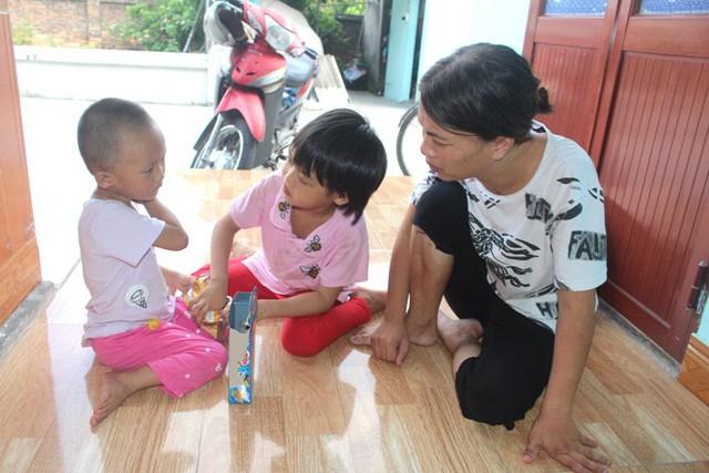 Ba mẹ con chị Oanh đang sống nhờ gia đình bố mẹ đẻ tại xã Đoàn Tùng, huyện Thanh Miện, Hải Dương.     Ảnh:ĐỨCTÙY