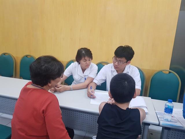 Một buổi tư vấn, test sàng lọc trẻ tăng động giảm chú ý ở Viện Sức khoẻ Tâm thần Quốc gia, Bệnh viện Bạch Mai. Ảnh: Võ Thu