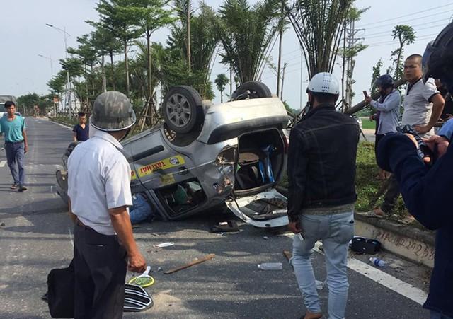Gây tai nạn liên hoàn nhưng chiếc xe EcoSport không dừng lại. Ảnh: Facebook.