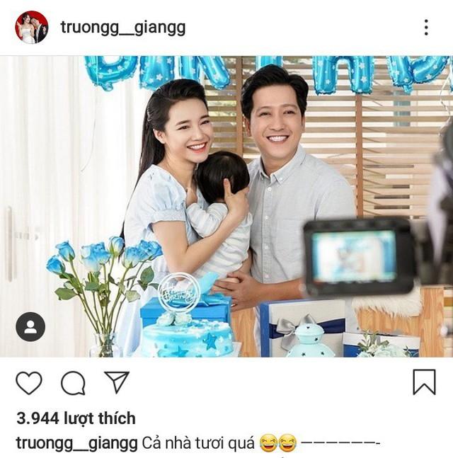 Trường Giang đăng bức ảnh gia đình trên trang cá nhân cùng dòng trạng thái: Cả nhà tươi quá!.