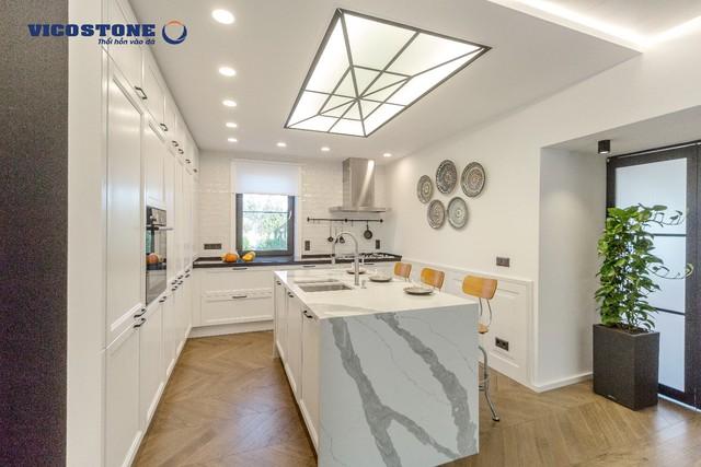 Căn bếp 4.0 nhỏ gọn và hiện đại nhờ những vật dụng nhà bếp thông minh không tốn quá nhiều không gian.