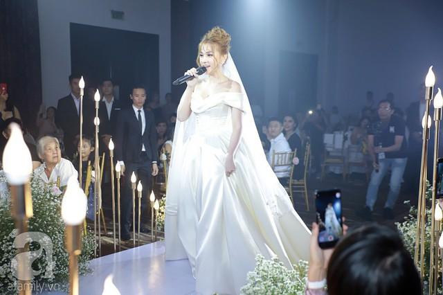 Cô dâu Thu Thủy xuất hiện lộng lẫy